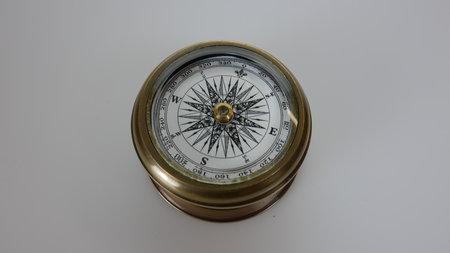 Artikelbild Authentischer maritimer Kompass | Heel Verlag